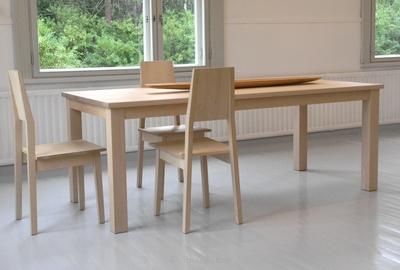 Tuulipuu-pöytä